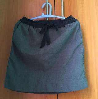‼️ REPRICED ‼️Gap Black & Grey Skirt