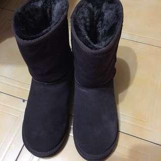 🚚 Ollie 韓國中筒雪靴 深咖啡色 保暖 毛毛雪靴24.5cm
