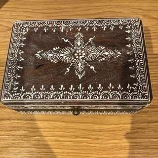 ISHKA wooden henna box