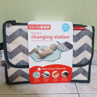 Skip Hop Pronto Changing Station with wipe case
