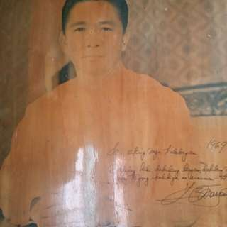 Pres. Ferdinand E. Marcos Portrait with message and True signature from WORLD WAR 2.