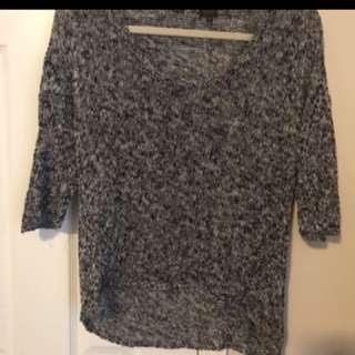 Aritzia sweater black and white in size x-small