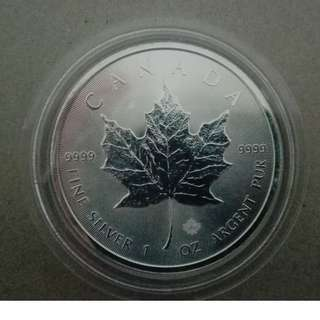 Maple leaf silver coin year 2016 (oxidized, milk spot)
