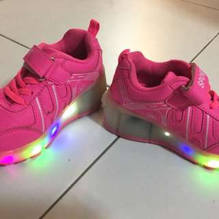 Girl shoes with roller and lights