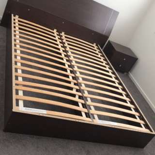 Queen bed + 2 bed sides + mattress. Used but in good condition