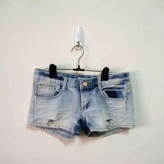 純棉水洗刷破牛仔短褲