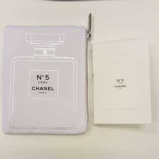 Chanel mini 印花袋, 内有No.5香水sample (拉鏈位有Chanel logo)