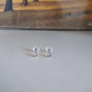 pt900白金30份鑽石耳環 diamond earrings