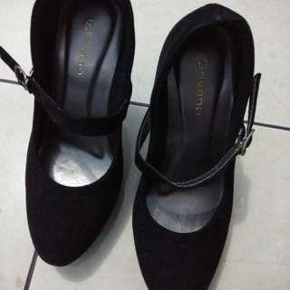 Sepatu Heels Hitam Grivano