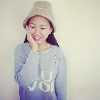淺藍刷破長版毛衣