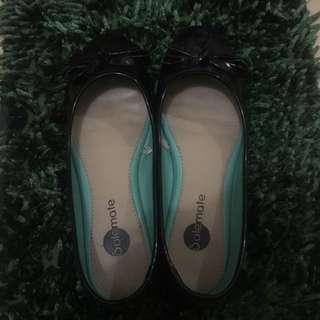 Solemate Black Ballet Flats (Glossy)