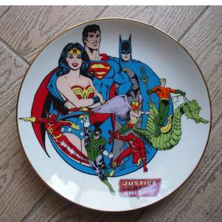 "8.5""  JUSTICE LEAGUE Comic Super Heroes Collector Plate #1900 International Museum 6th  正義聯盟 漫畫版 珍貴 收藏 印花陶瓷碟"