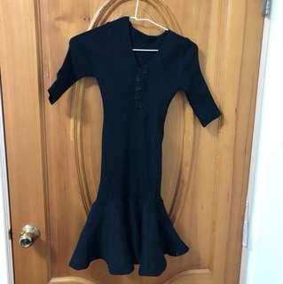 🚚 下擺魚尾緊身合身短洋裝 全新 黑