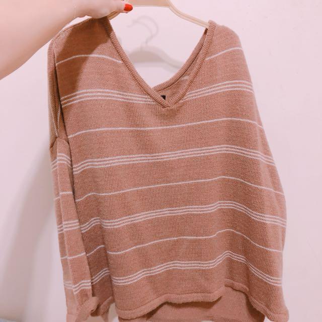 正韓上衣✨簡約條紋磚色寬領毛衣