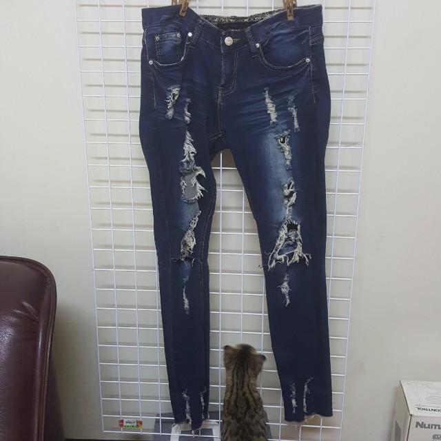 深藍色刷破牛仔褲