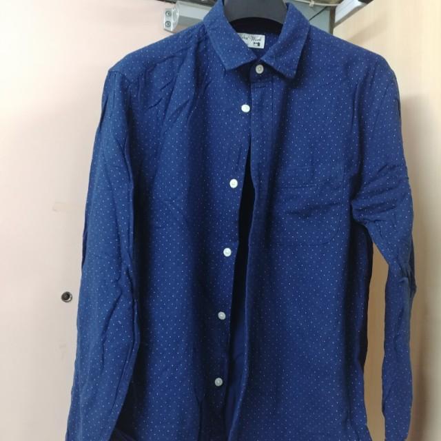 藍色小點恤衫
