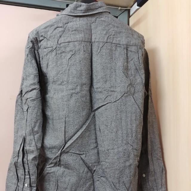 灰色綿質恤衫