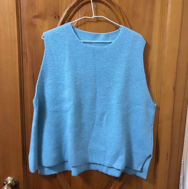 輕鬆感水藍色搭配襯衫背心毛衣