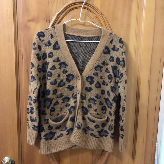 豹紋排扣短版毛衣外套