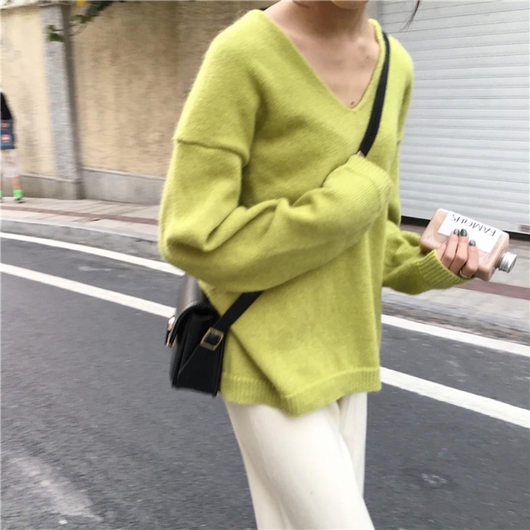 很顯白 檸檬黃綠V領針織上衣