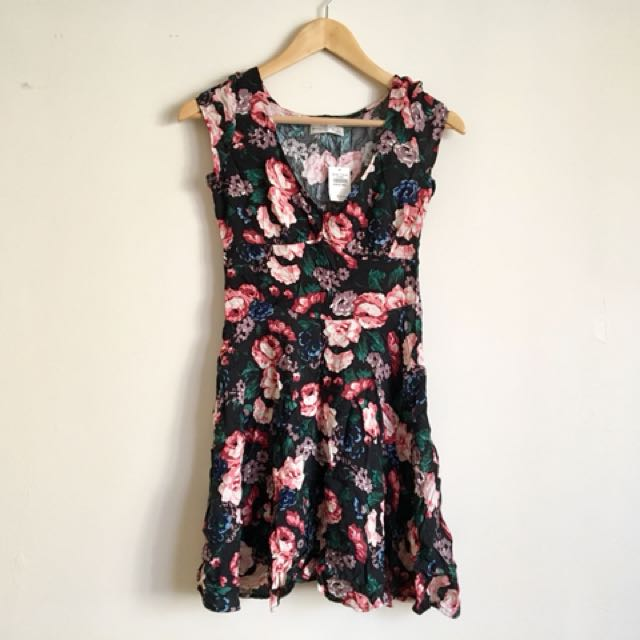 Abercrombie & Fitch Pretty Floral Dress