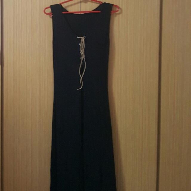 black lace up slide slit maxi dress