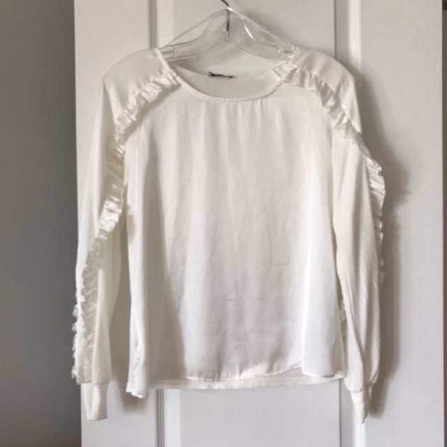 BNWT Zara Ruffled Silky Top