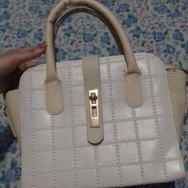 Brokenwhite bag