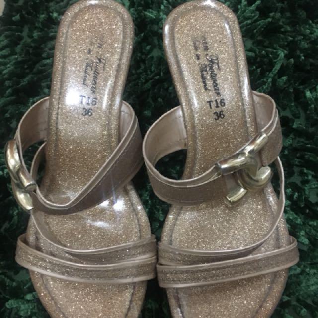 Cute Glittery Gold Heart Heels