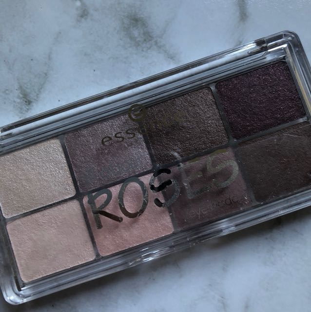 Essence roses eyeshadow palette