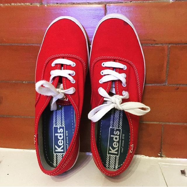 f72a513a3f886 KEDS Champion Originals in Red (Classic Canvas Sneaker)