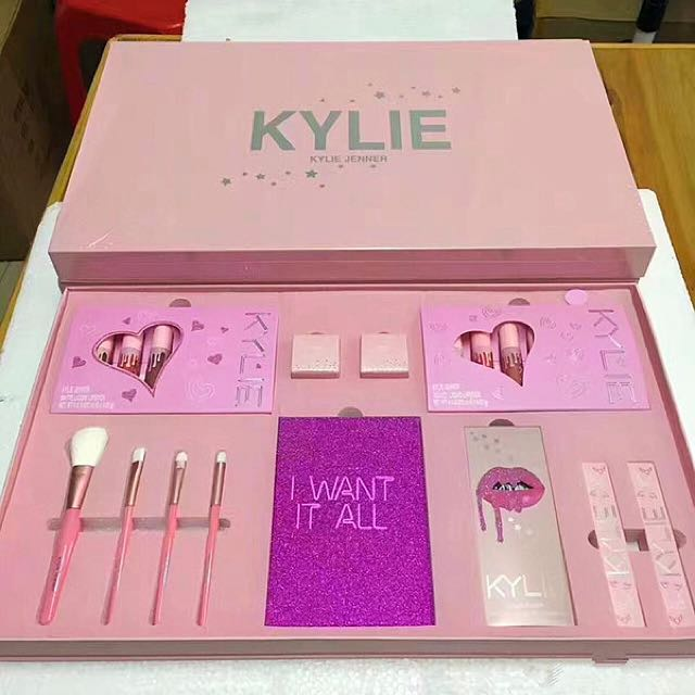 Kylie Jenner I WANT IT ALL The Birthday Collection MAKEUP Gift Set