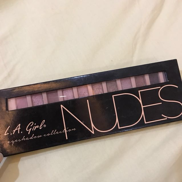 L.A Girl Nudes eyeshadow palette