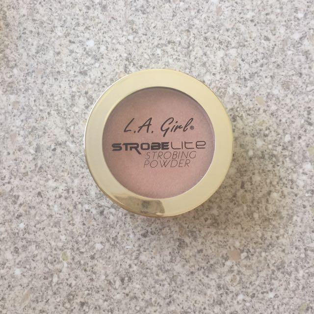 L.A Girl. Strobe Lite Strobing Powder