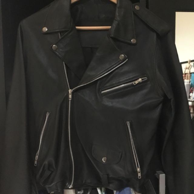 Leather Moto jacket ( mungkin sintetis mungkin real)