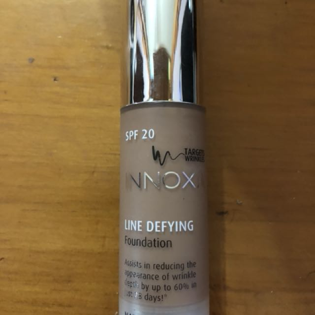 Line defying liquid foundation
