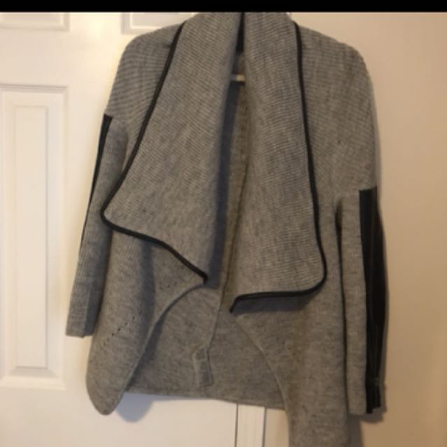 Mendocino grey /black leather sweater in small