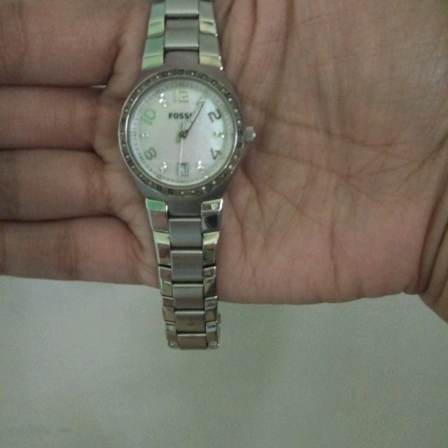 SALE!Fossil Watch in Pearl Base.