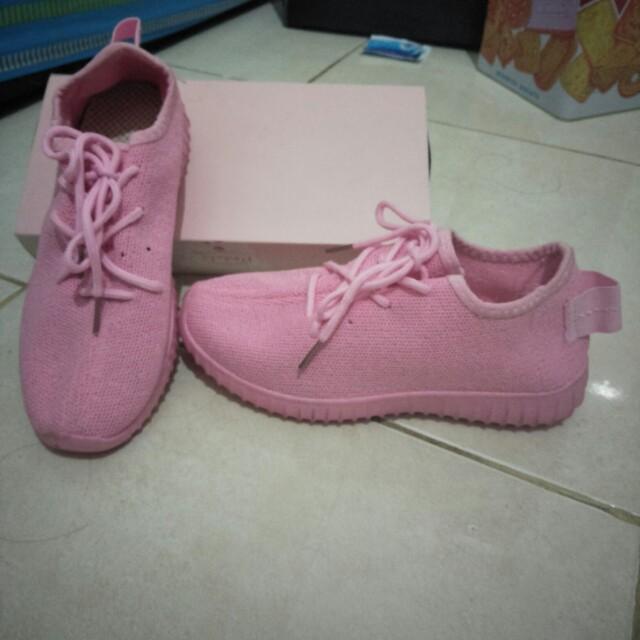 Sepatu import murmer
