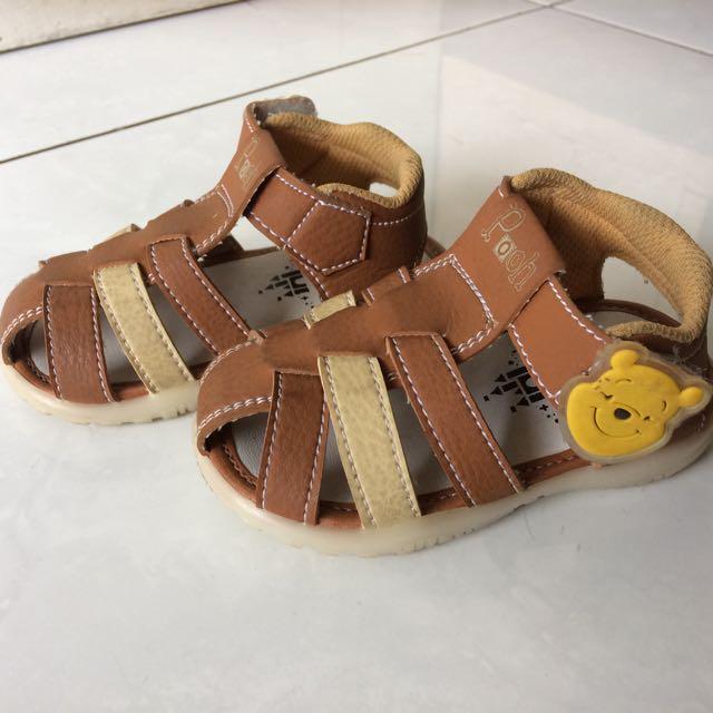 Sepatu walker disney winnie the pooh