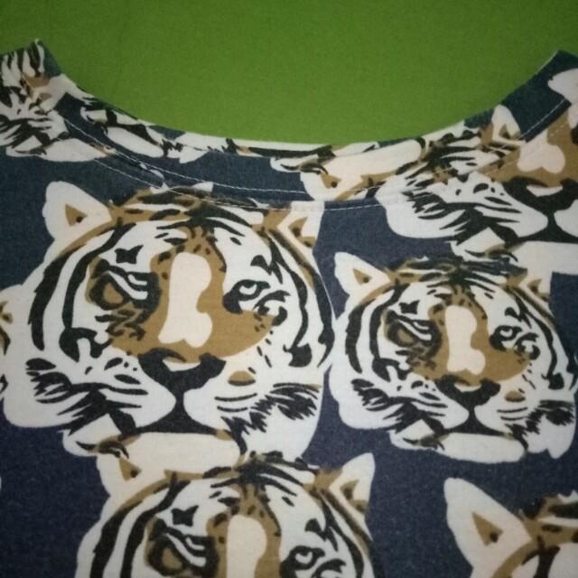 Tiger crop sweater