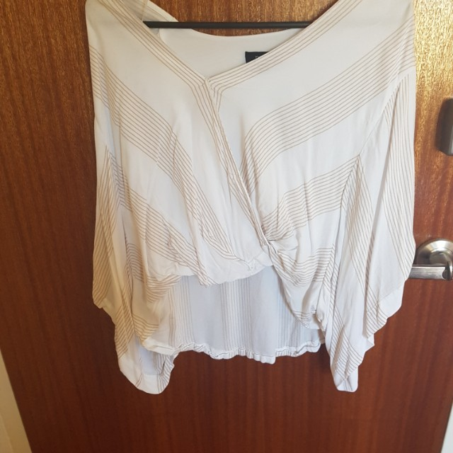 White short top with batwings