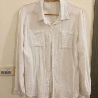 外搭微透白襯衫
