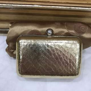 Gold Clutch Round Square- Tas Pesta