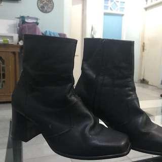 Sepatu Jangle kulit