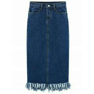 Maxi denim skirt with tassel