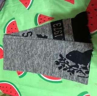 Roots 經典Logo 灰黑色針織流蘇圍巾