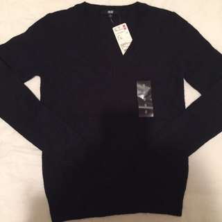 UNIQLO V-Neck Knit Sweater