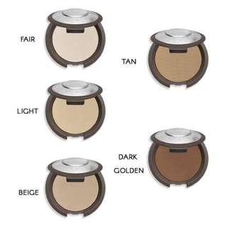 Becca Multi-Tasking Perfecting Powder in Light