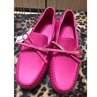 全新 SPAO 防水桃紅色豆豆鞋 平底包鞋